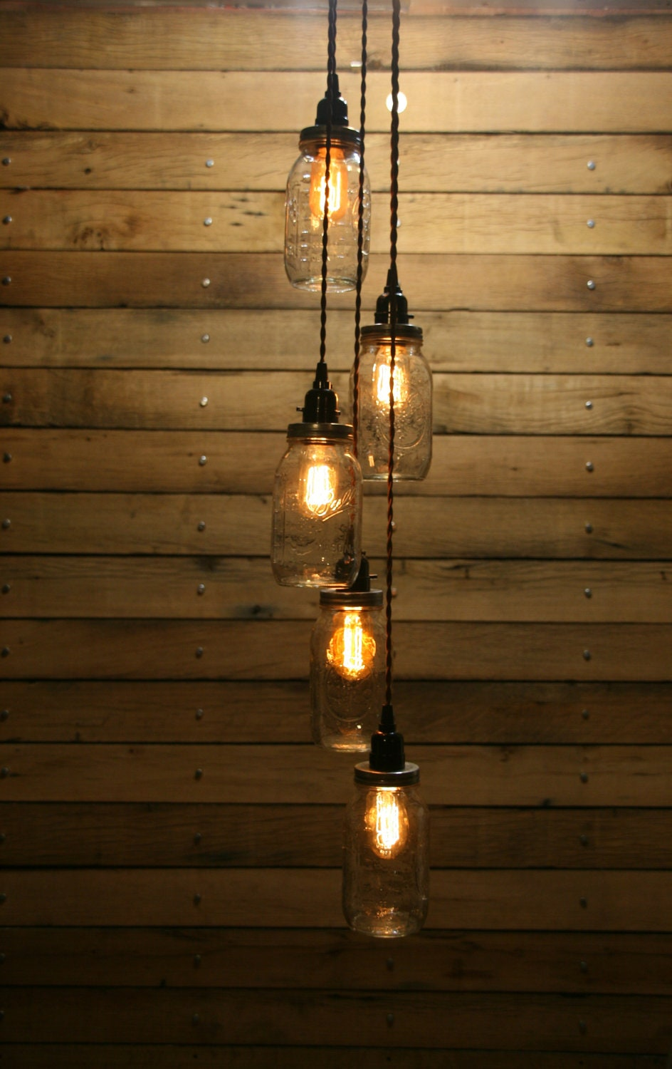 Diy 5 jar pendant light mason jar chandelier by for Hanging lights made from mason jars
