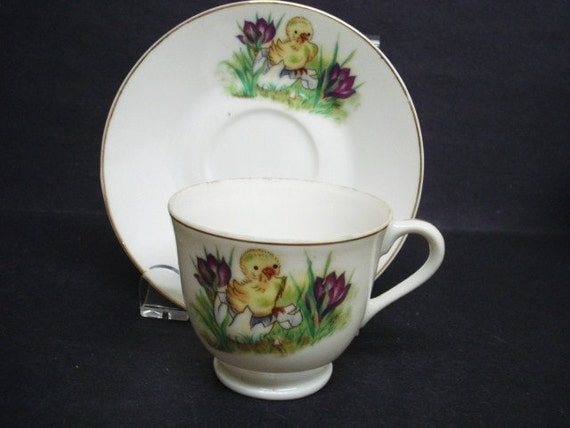 Charming MINIATURE TEASET -  Childs 2 Piece Tea Set - Cup and Saucer  - Japan - Baby Chick