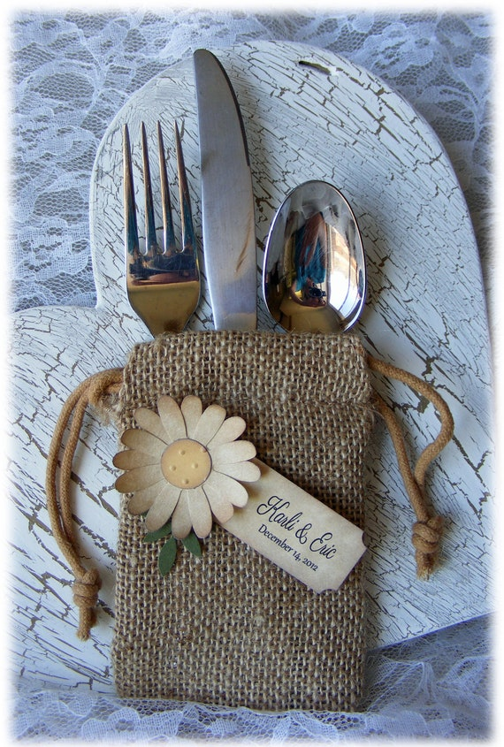 Rustic but elegant BURLAP WEDDING FAVOR bags with vintage looking beige daisy and custom tag - set of 10