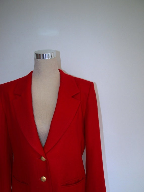 Preppy Pendleton blazer. Red blazer. VINTAGE. 100% wool. 1980s jacket blazer. Gold metal buttons. Excellent condition.