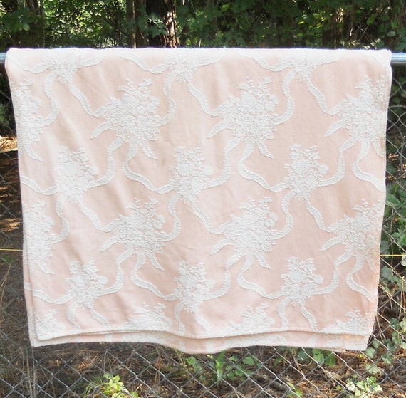 Bates Peach and White Cotton Full Size Bedspread - Vintage, Shabby Chic, Reversible, Farmhouse, Autumn, Bedding, Linens, Comforter