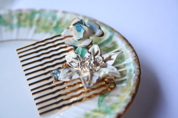Vintage brooch hair comb 001 - one of a kind brooch on golden tone tight grip comb