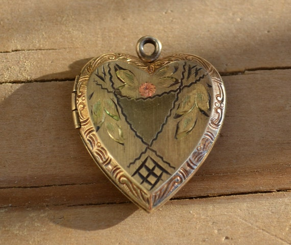 Lovely antique victorian / art noveau / edwardian heart shaped sterling silver locket with floral rose design and gold wash finish