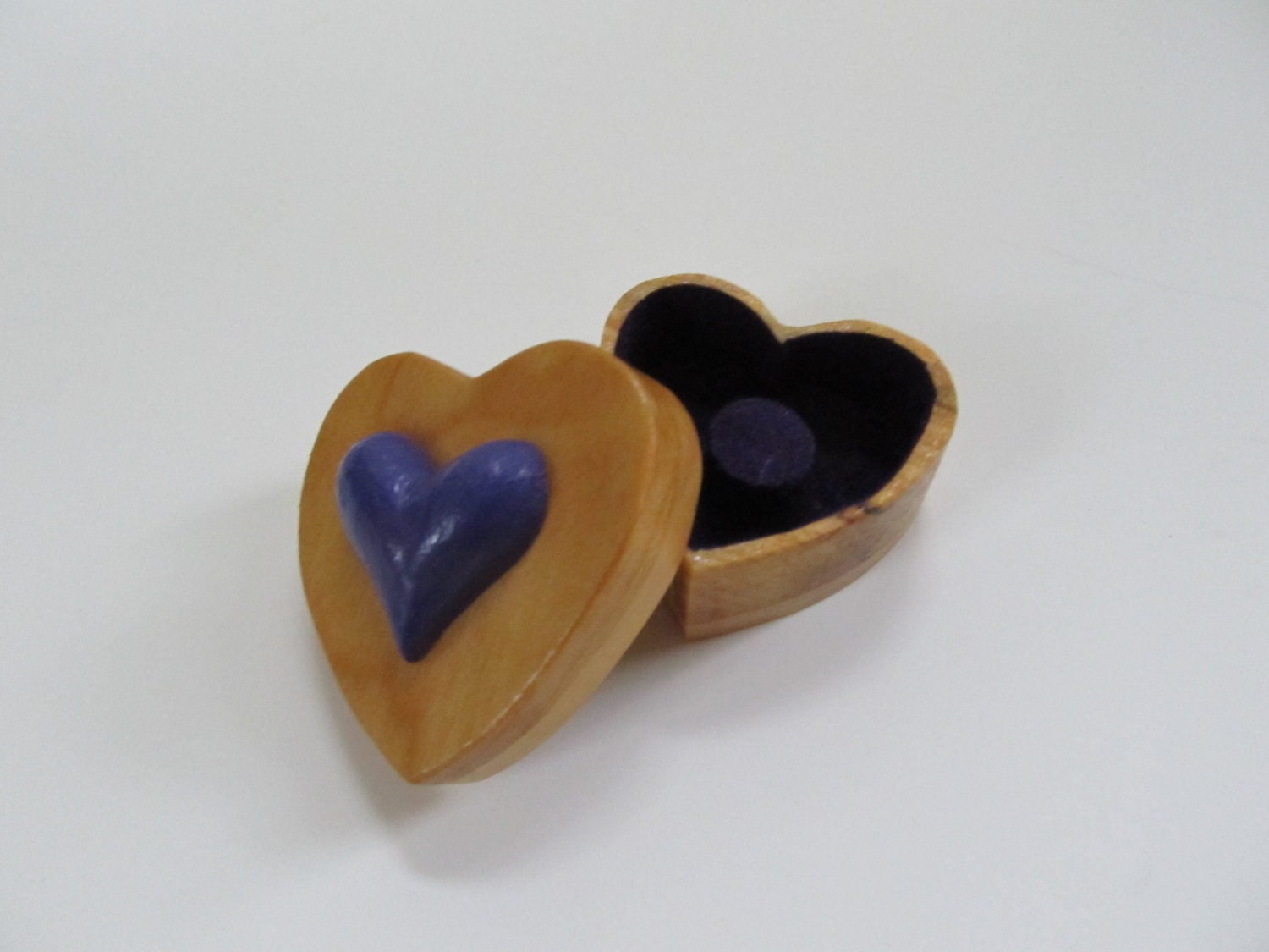 Wood ring box heart shaped ring box hand made hand carved for Heart ring box