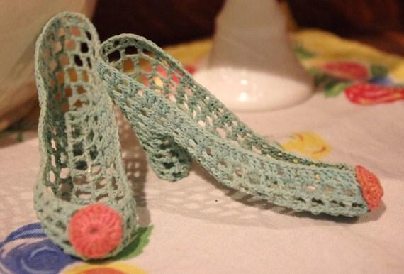 Vintage Kitsch: Tiny Aqua Crocheted Pumps Shoes Heels