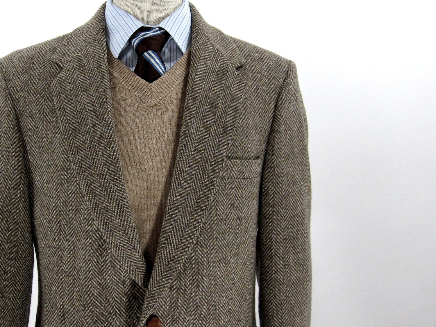 Orvis / Men's Clothing / Jackets & Vests / Sport Coats / Men's Sport Coats: Save $50 when you buy 2 Wrinkle-Free shirts! Stay warm throughout the season in this Highland Tweed Sport Coat. Details. The approach to creating our signature Highland Tweed was simple: Create a versatile fabric with a timeless color palette that fends off autumn.