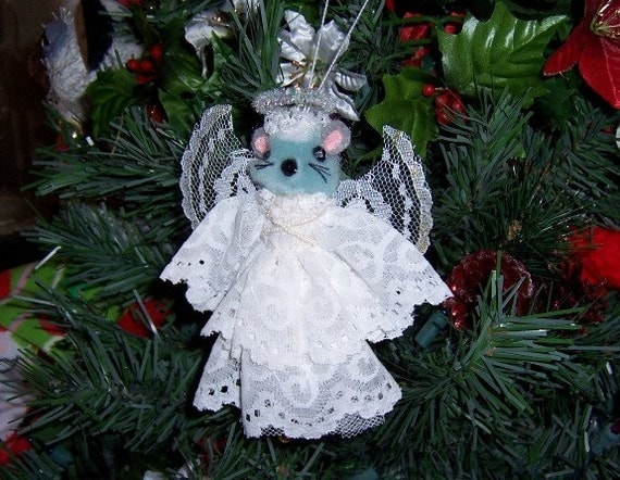 Vintage Christmas Ornament: Gray Angel Mouse - S1015