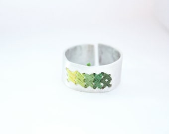 Cross-stitch green degrade embroidery ring - cotton and aluminum