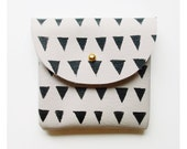 COIN PURSE // ivory leather with small black triangles