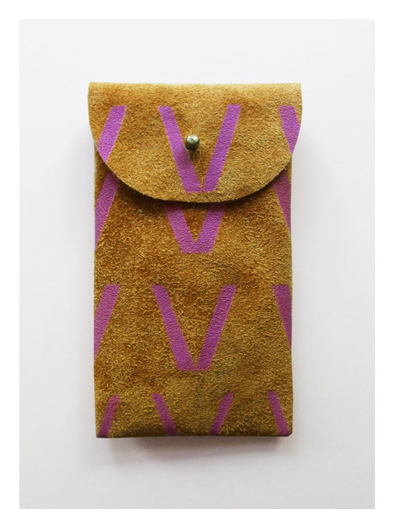 iPhone 4, 4s, 5 pouch // toffee suede with purple V print