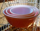 Vintage Pyrex Mixing Nesting Bowls / set of three 3 / pink