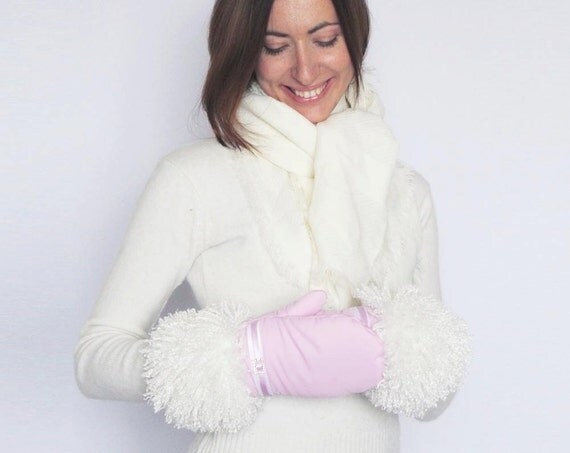 Winter Mittens Gloves Pink Lilac Fabric Mittens Gloves with the White Lama Vegan Faux Fur and Crystal Buckle