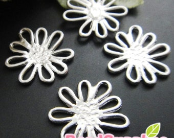 CH-ME-09206,  Matted silver (rhodium) plated, Petite Daisy charms, 4 pcs (made in Korea)