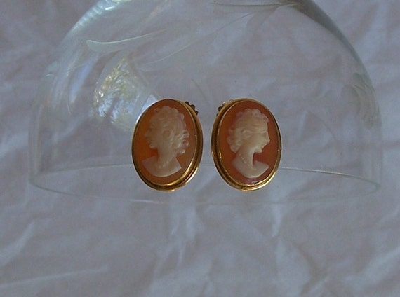 Vintage Gold Filled Hand Carved Cameo Earrings Screw on