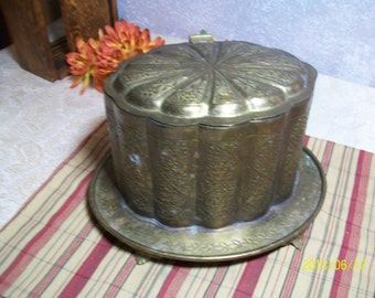 Asia Repousse Lidded hinged Box Footed Base Daisy Floral