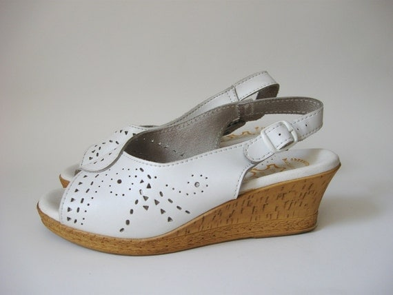 Worishofer 1970s Wedges / 70s does 40s White Leather Wedgies / Vintage Slingback Sandals