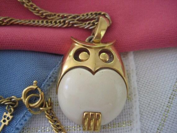 Vintage CROWN TRIFARI gold & cream owl pendant necklace