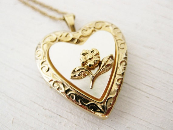 vintage 1960s gold heart locket. SWEETHEART.