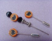 Halloween Embroidery tools. A thread catcher in a set with two matching needlework counting pins. Scaredy cat.