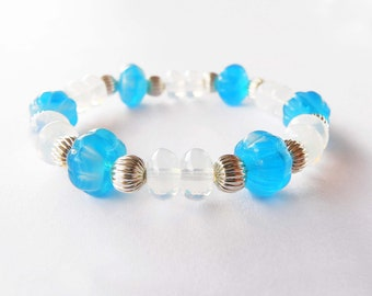 sky blue bracelet handmade with sky blue and white glass beads. ooak made in Italy