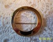 """Vintage Circle Brooch-Gold Plated Metal-1.25"""" in diameter-very nice brooch"""