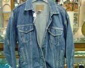 VINTAGE 1970's LEVI jean jacket, Size Small, white tag
