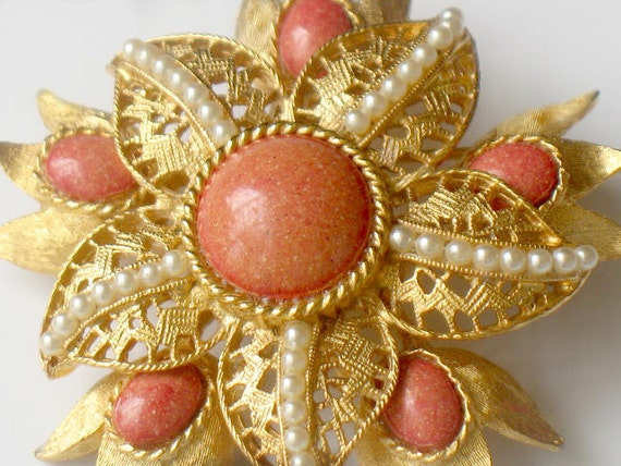1950s Vintage Brooch Faux Pearl And Pink Filigree Flower Gold Tone Pin Fashion Jewelry