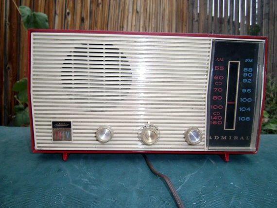 sale vintage admiral red am fm tube radio. Black Bedroom Furniture Sets. Home Design Ideas