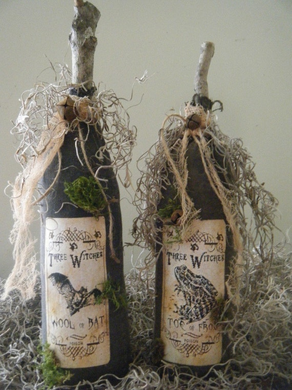 pRiMiTiVe HaLLoWeeN WitCh PoTiOn BottLeS oRniE bOwL FiLLeRs    SET of 2