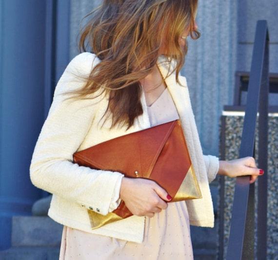 the avgvst clutch - cognac leather & gold