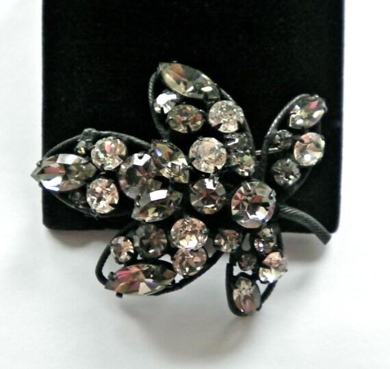 Signed REGENCY Vintage Sparkling Rhinestones Brooch Pin