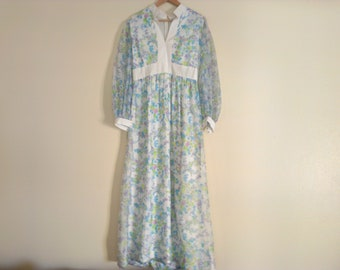 70s vintage seventies floral maxi dress medium, some of the hem is coming loose, 2 inches of missing stitches at the top of zipper