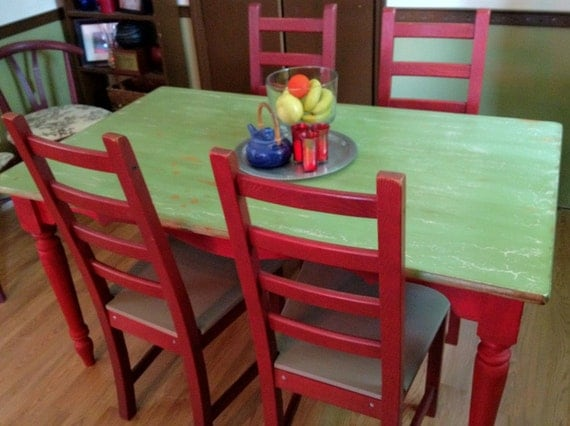 Distressed farm style kitchen table and four chairs for Farm style kitchen table