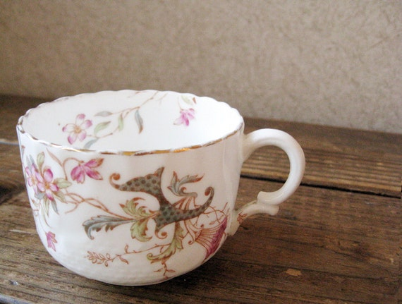 Hand painted floral teacup - White with gold detail