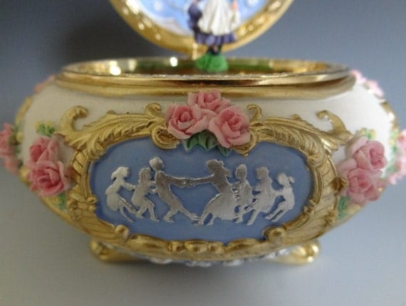 Heavy High Quality Vintage musical Jewelry Box/trinket