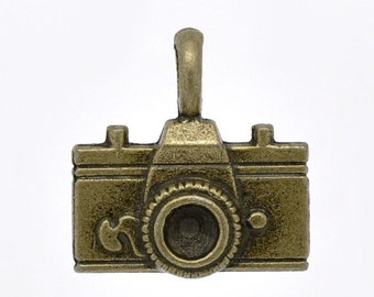 10 Antique Bronze Camera Charm Pendant 22 x 21mm - Pack of 10 CP11