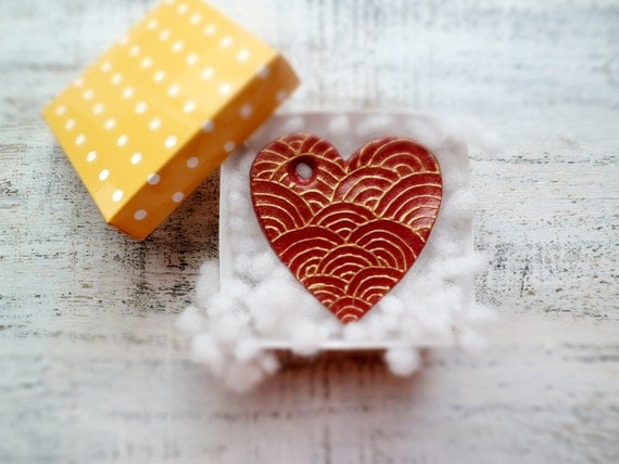Shabby chic heart ornament home decor wine red gold