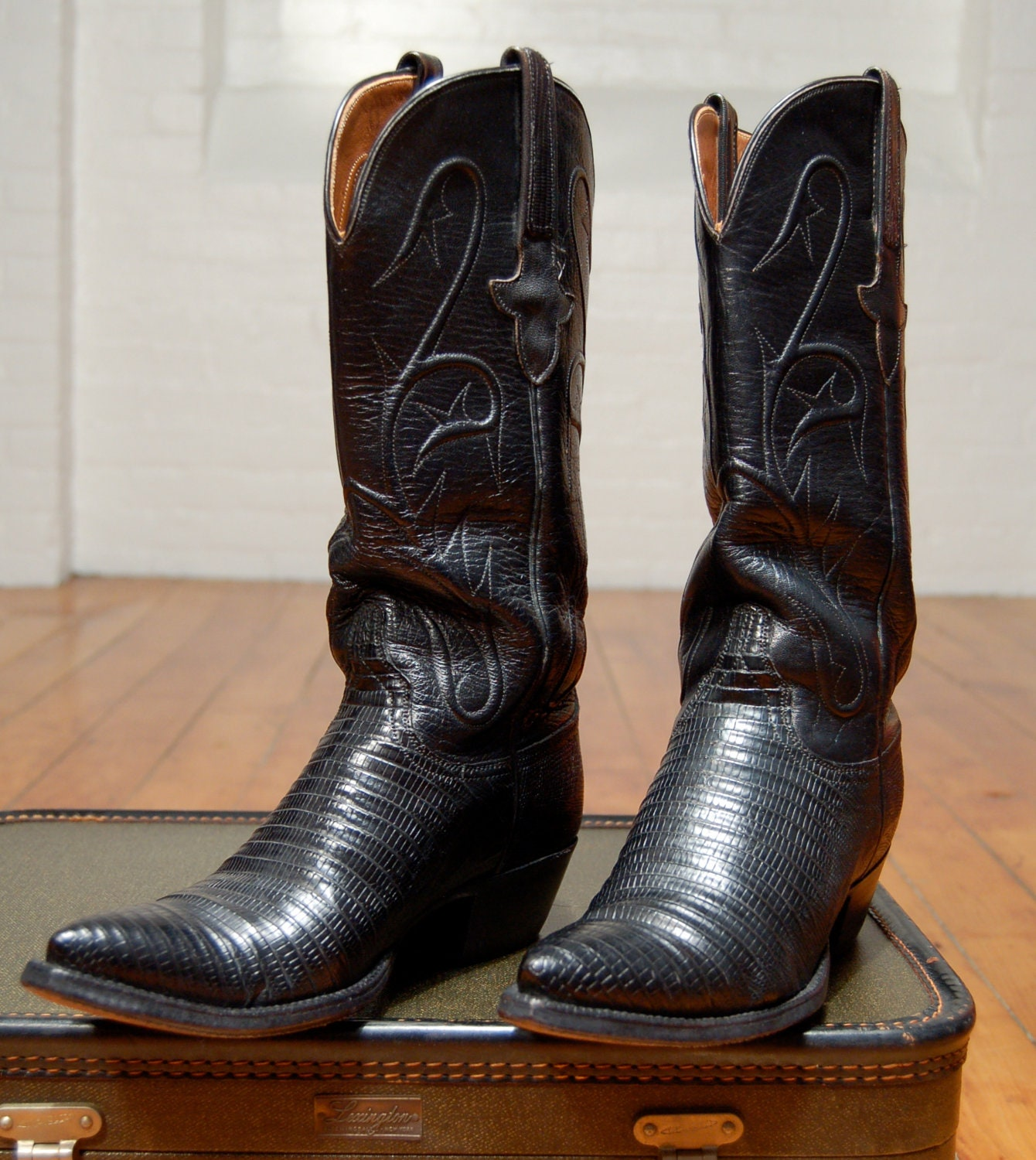 Wonderful Corral Womenu0026#39;s Laser Inlay Cowboy Boots With Studs - Black/ Cognac
