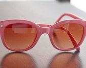 Vintage Polaroid Pastel Pink Frame Sunglasses, Tortoise Frame, Gradient Density Lenses 8763C. Collectible