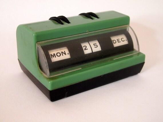 1940s - 50s vintage green plastic perpetual desk calendar