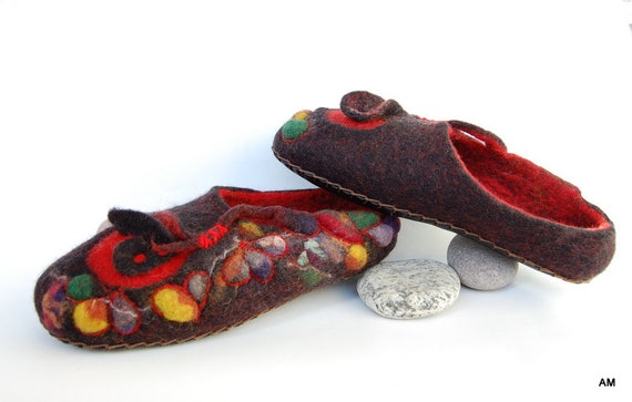 """felted slippers for women """"mosaic"""" black and red"""