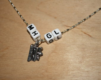 Non-flanked Multi-Initial Necklace