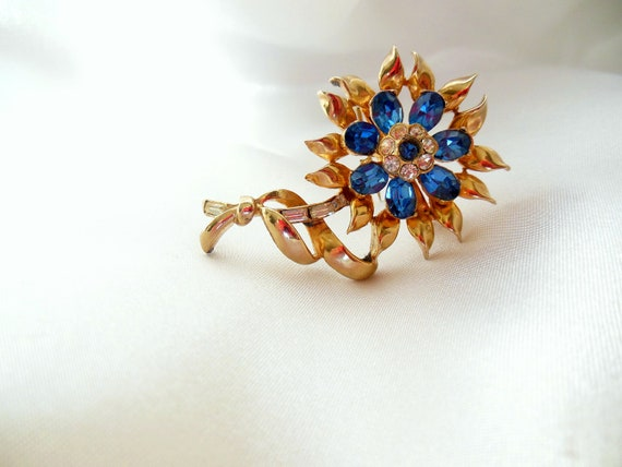 Vintage CORO Brooch with Blue Rhinestones and Gold Tone Metal Pretty Floral Pin