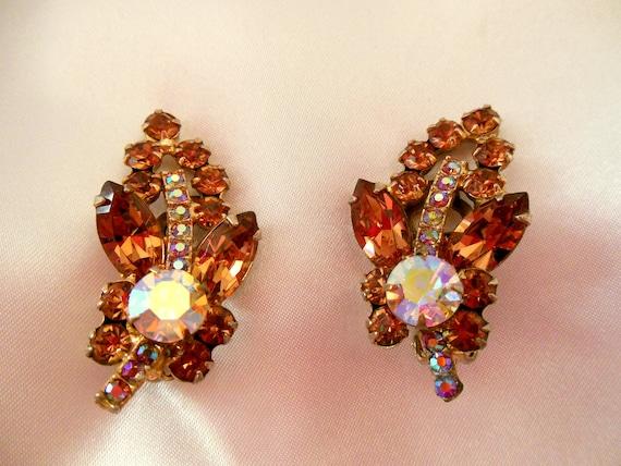 D&E Confirmed Julianna Earrings-Amber Gold Flower