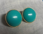 Vintage 1960s Crown Trifari  Turquoise Thermoset Clip Earrings - 9thStVintage