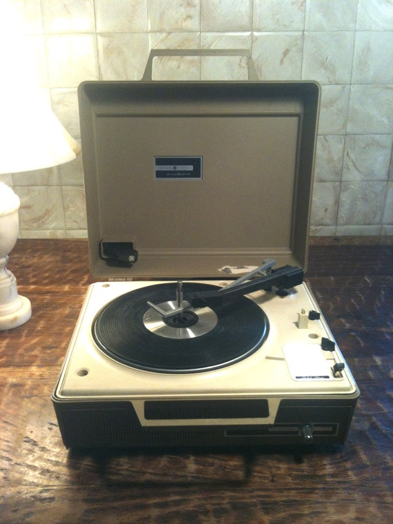 Vintage / Perfect sound / portable record player / General Electric Automatic / 70s / 1970s