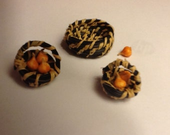 Pine needle miniature baskets