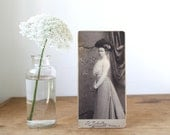 antique cabinet card. Young woman in Europe. Victorian fashion, millinery. Black and white. Paris, 1900.