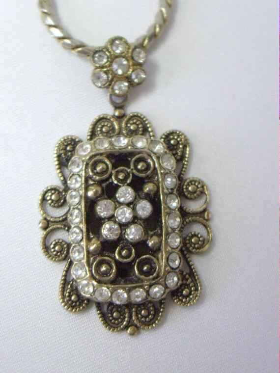 Vintage Victorian Look Rhinestone Filigree Pendant Necklace