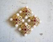 Vintage Gold Tone Garnet Faux Pearls Brooch